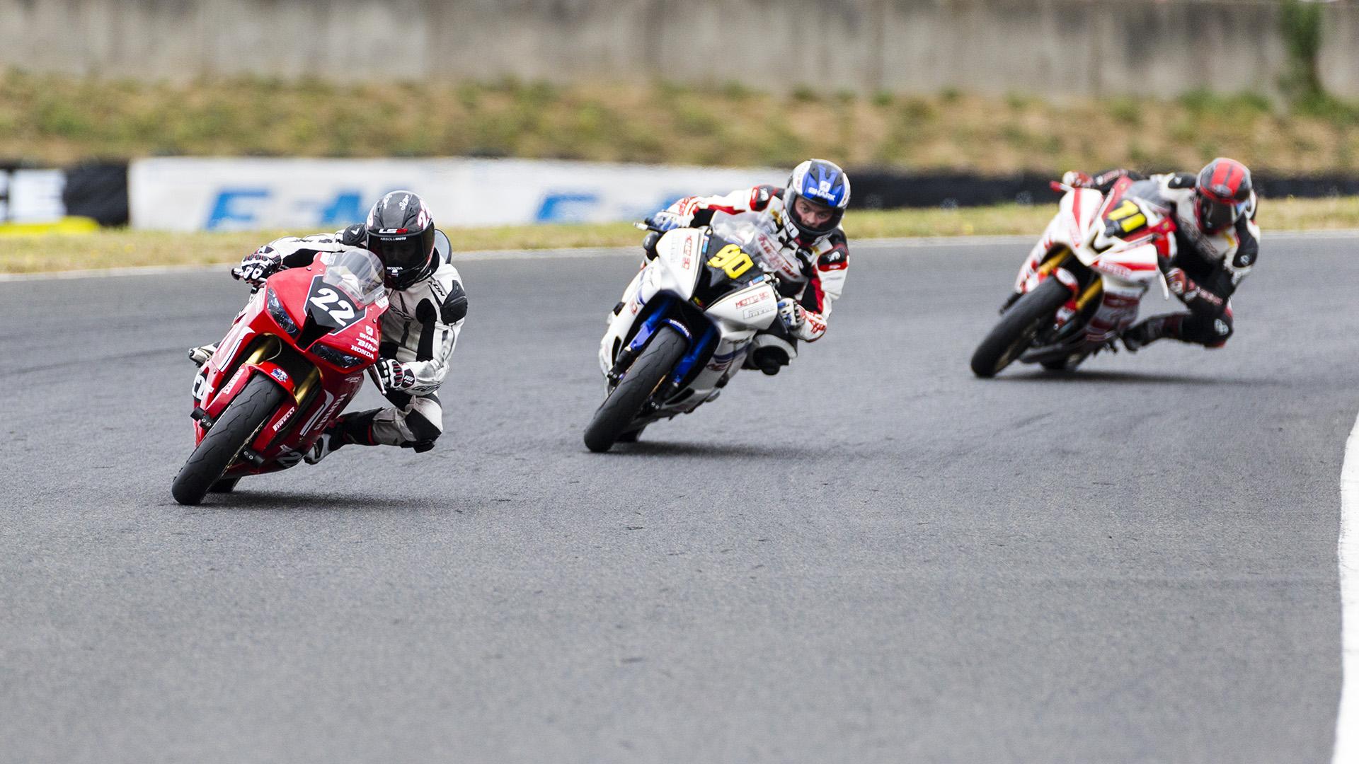 Un piqué et un autofocus efficace idéal pour le sport auto/moto